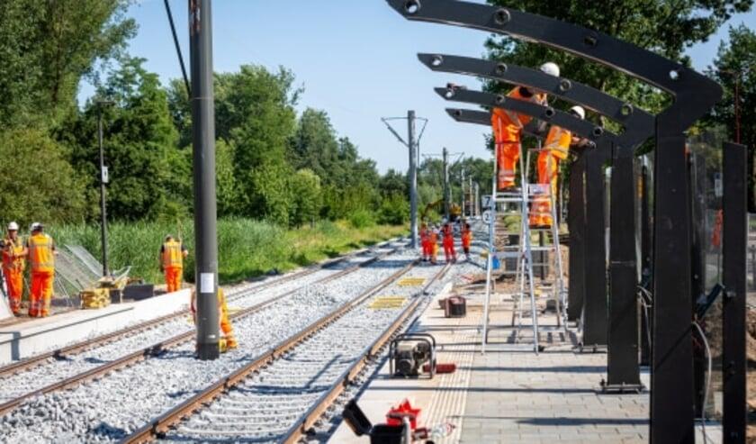 Er wordt gewerkt aan de regionale tramlijn. (Foto: Rick Huisinga)