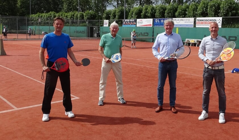 """Hans Melaard, bestuurslid Koos Gouka, directeur Rein Hengst en Jeroen de Krom  (vlnr): """"Kethelhaghe blijft exclusief voor de racketsport."""""""