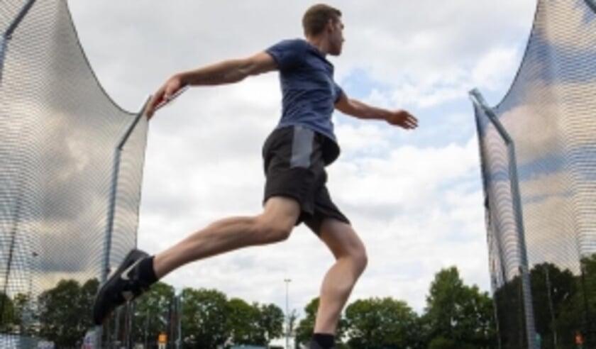 Fortuna-atleet Levi Verver begon het uitgestelde wedstrijdseizoen op het discuswerpen met een nieuw clubrecord van 40.38 meter. Foto: Bjorn Paree