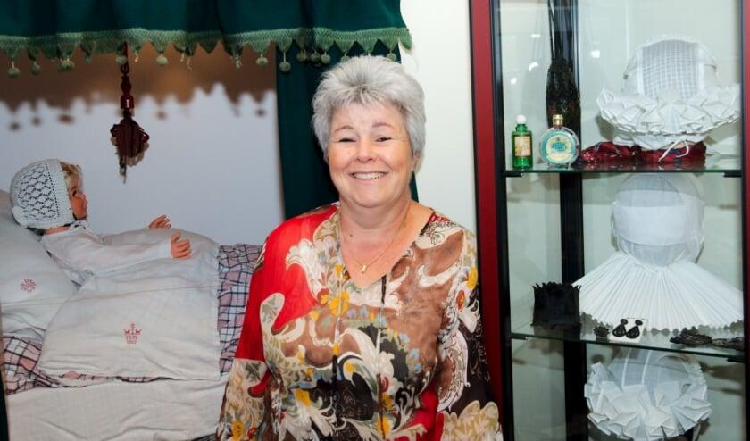 Jolanda Ulfman van de Oudheidkamer in Holten, (Foto: Gert Perdon)