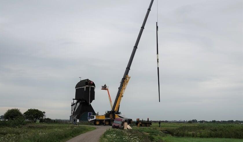 Voorste Hellouwsche molen tijdelijk zonder wieken.