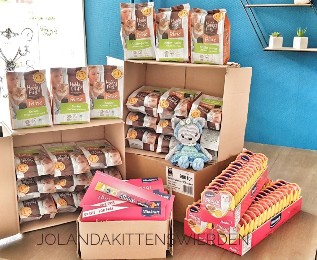 De gekregen spullen van dierenspeciaalzaak Te Morsche.  Foto: Jolanda Kittens Wierden © DPG Media