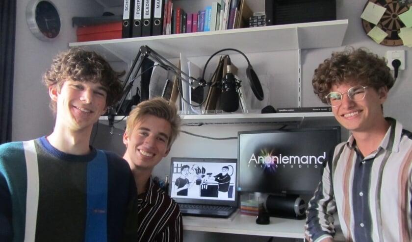 Stan van den Bogaart, Wouter van der Avoird,en Xippe Hendrikx (v.l.n.r.) maken een film voor hun profielwerkstuk op het Commanderij College.