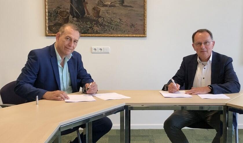 Wethouder Leen van der Maas met Rob van der Leij (algemeen directeur Van der Leij bouwbedrijven).