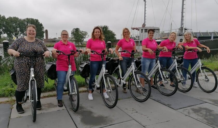 Binnenkort ook in Alphen: medewerkers van Zorgorganisatie De Vierstroom op de e-bike. Foto Vierstroom Zorg Thuis