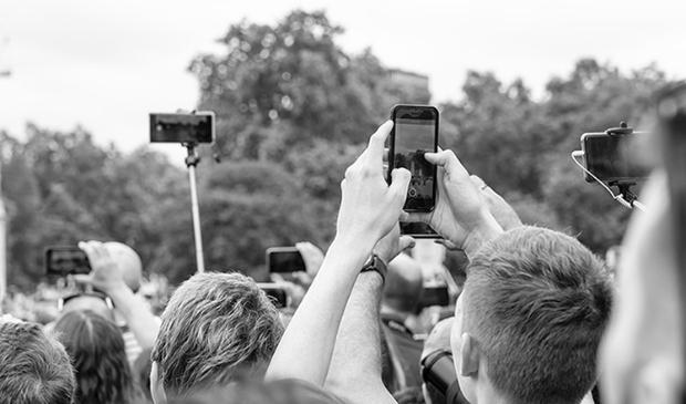 Fotograferen kan met camera of mobiel.