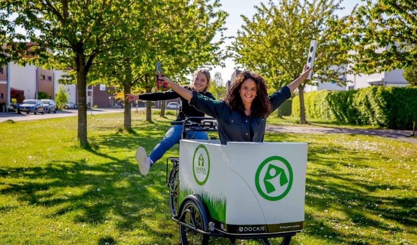 Programmamaker Gwen Jansen en co-presentator Ruby Bijlstra, (Foto: Green Make Over)