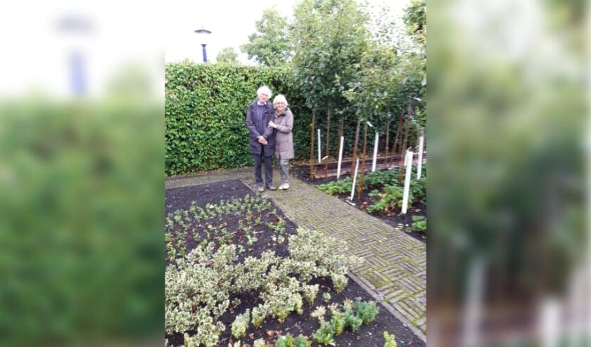 Michiel en Martine bij de Schone van Boskoop. Foto: Boomkwekerijmuseum.