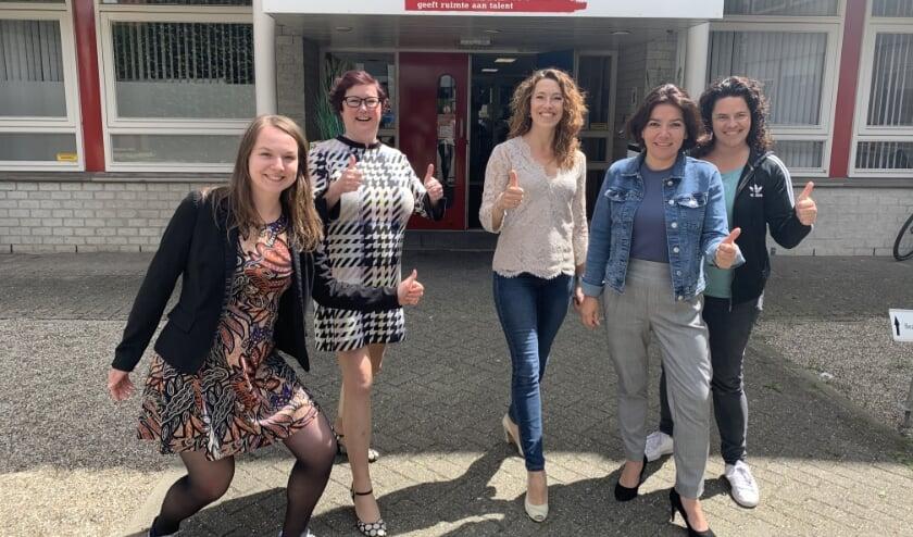 Van links naar rechts de organisatie van de Bossche Talent School: Apolline Mol, Marelle Pronk, Femke Gijsbers, Fleur Cerini en Nathalie Cosentino.