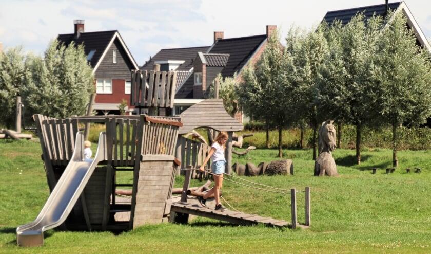 Veel symbolen van de oude Zuiderzee zijn als speelelementen verwerkt in het retentiegebied Molenbeek.