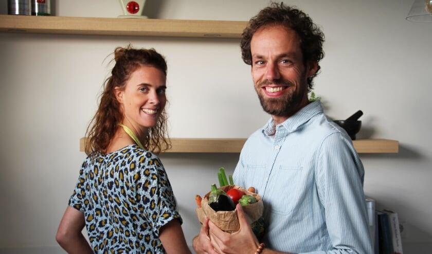 <p>Ilona Punt en haar man Stefan Verhoevepubliceren het kookboek Geniet Glutenvrij. FOTO PR&nbsp;</p>