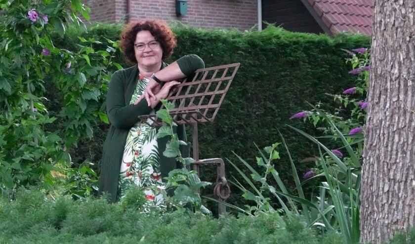 Sylvia van der Vinne, musicus uit Hurwenen, heeft gelukkig een diploma verpleging achter de hand en kan aan het werk blijven. Ze moet ook wel, met vier studerende kinderen.