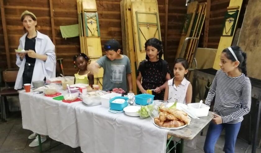 Multiculturele vrouwenvereniging Mozaïek Nunspeet bij elkaar in vakantietijd: Buitendag op het Zwarte Veldje in Nunspeet.
