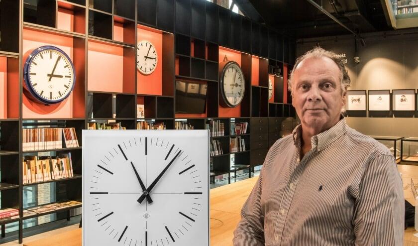 <p>Henk Meijers stelde de klokken van de Spoorzone veilig. Foto: Theo van Etten / inzet: Jan van Oevelen</p>