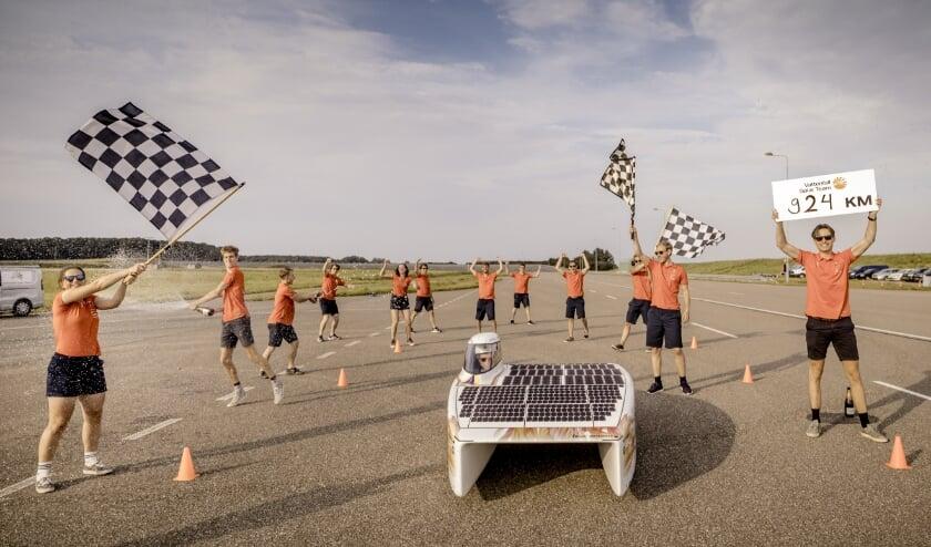 Foto: Jorrit Lousberg Vattenfall Solar Team verbreekt wereldduurrecord: 924km in 12 uur