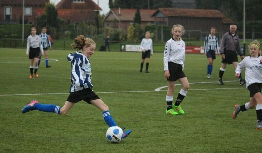 BWO meidenvoetbal in actie
