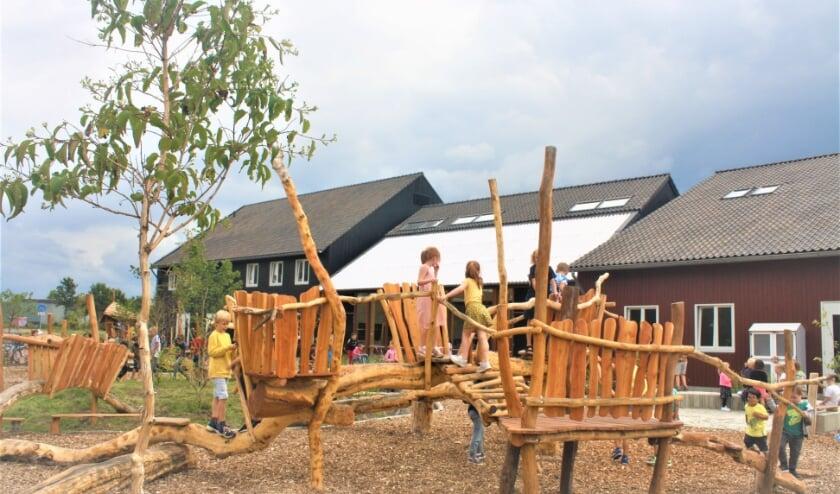 <p>Naast de nieuwe basisschool Het Mooiste Blauw zijn in Nuenen West nu ca. 300 van de 1600 woningen gerealiseerd. </p>