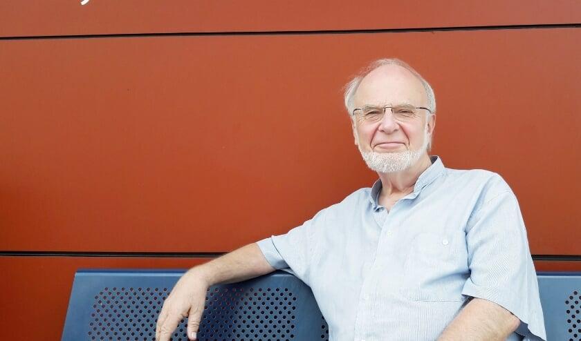 Jan Heine hier op de bank is een plaatje dat uitnodigt tot grappen. Maar nee, het gaat niet om het museum, maar om het Kijk & Luister!'