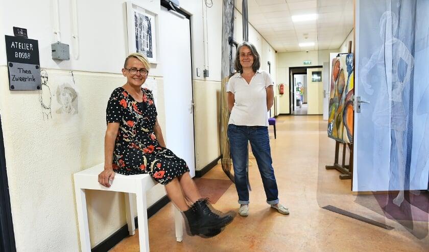 Thea Zweerink (links) en Nicolette Dubbeldam. (foto: Roel Kleinpenning)