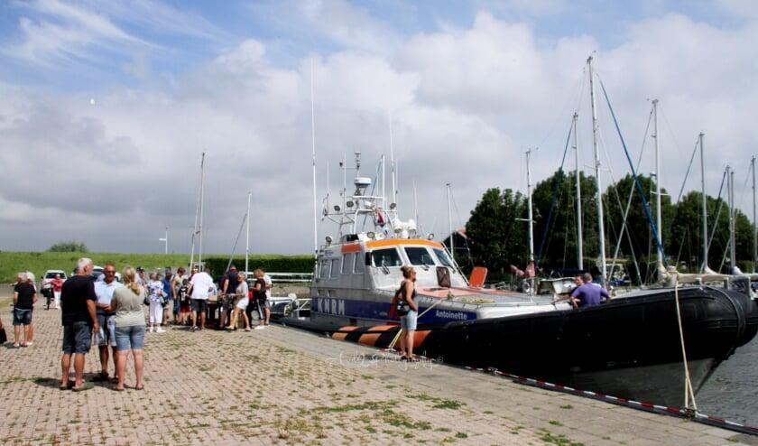 Veel bekijks voor Reddingsboot KNRM Stellendam.