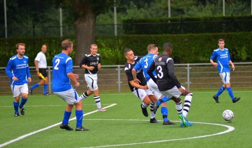 <p>RVW moest in het eerste bekerduel, op bezoek bij derdeklasser SML, haar meerdere erkennen in de ploeg uit Arnhem-Noord. Het werd op Sportpark De Bakenberg 7-0 voor de thuisclub.</p>