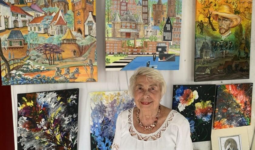 Je raakt niet uitgekeken in het kleine atelier van Lilia Gabo. Iedereen is meer dan welkom in het Huisje op de muur.