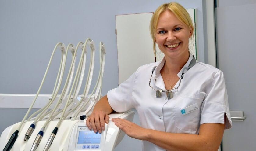 Daria Muchowicz is afkomstig uit Polen en gediplomeerd tandarts bij Dental Clinics in Montfoort. (Foto: Paul van den Dungen)
