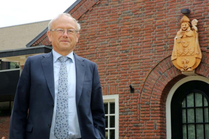 <p>Burgemeester Jan Boelhouwer vormt met de drie nieuwe wethouders, een zakencollege.</p>