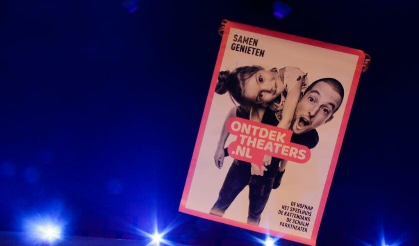 De campagneposter van Ontdektheaters.nl, de samenwerking tussen 5 regionale theaters.