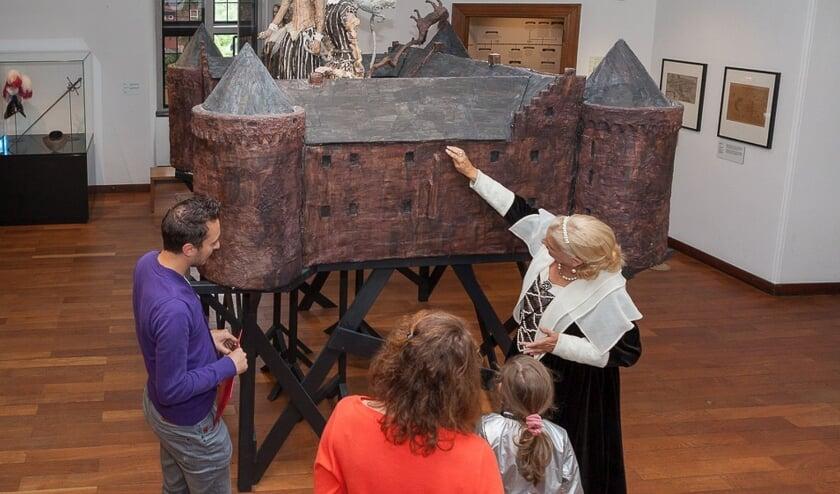 <p>Oud-kasteelbewoners vertellen over de geschiedenis van Kasteel Helmond.&nbsp;</p>