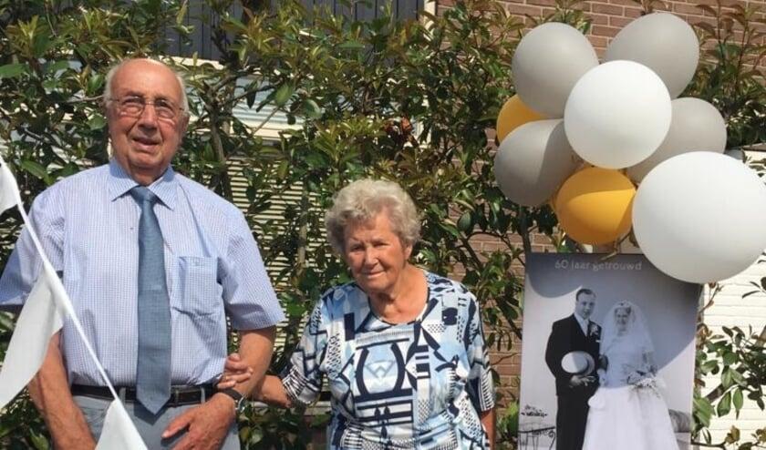 Op dinsdag 11 augustus 2020 is het echtpaar de heer G.M. van Veen en mevrouw L. van Veen-van Nuijssenborgh, uit Beusichem 60-jaar gehuwd.