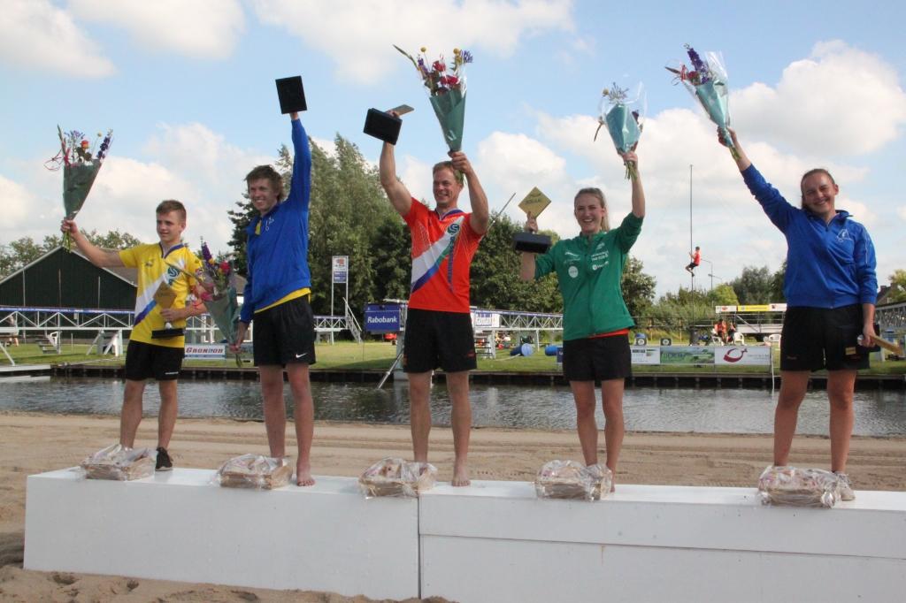 Zeker de winnaars van de dag in de verschillende leeftijdscategorieën lieten in Polsbroekerdam zien dat zij wel weg wisten met de hypermoderne springschans. (Foto: Amanda van der Geer) Foto: Amanda van der Geer © DPG Media