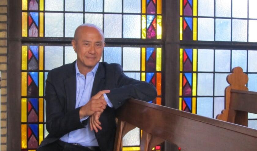 Directeur Francis Tan in de kapel. Deze is bewaard gebleven en maakt nu onderdeel uit van de woonwijk Kloostervelden in Sterksel.