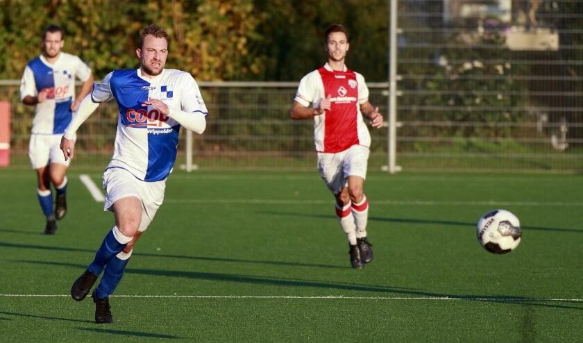 <p>Anthonu Sintniklaas (vooraan) in actie bij een eerdere wedstrijd.</p>