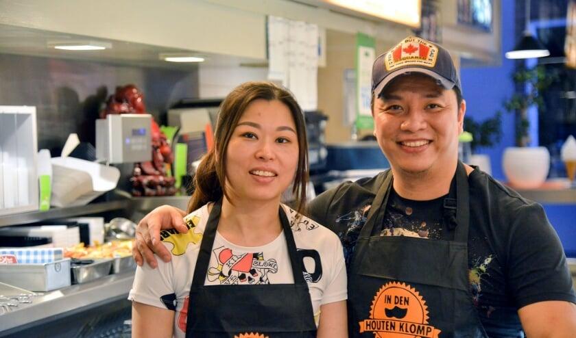 Fiona en Jacky zijn in de afgelopen 16 jaar vergroeid met cafetaria 'In Den Houten Klomp'. (Foto: Paul van den Dungen)