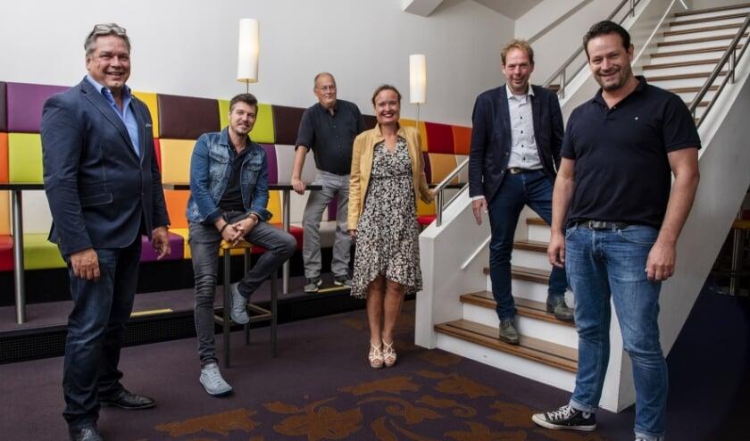 Van links naar rechts: Sjoert Bossers, Jochem Otten, Paul L'Herminez, Monique van den Berg, Giel Pastoor en Dries Floris. (Foto: Maarten Coolen).