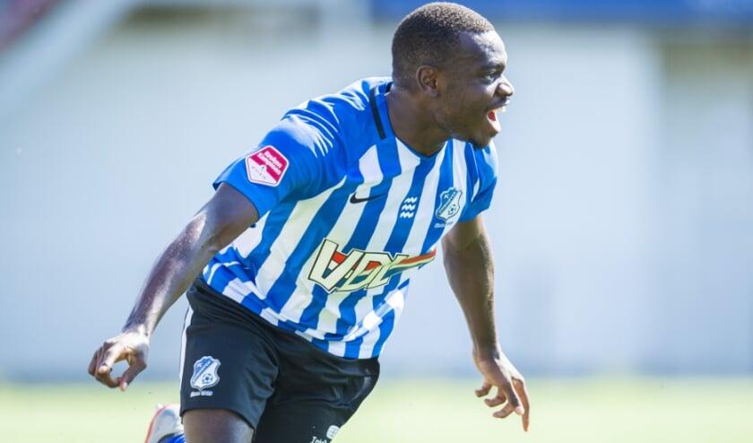 Alef João, voormalig speler van Brabantia, in actie voor FC Eindhoven. (Foto: Johan Manders).