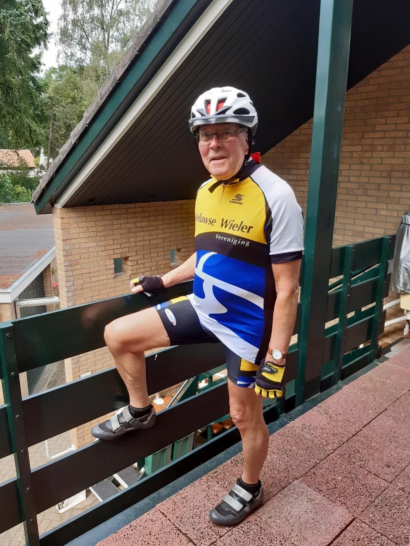 De 80-jarige Maarten de Lussanet nu, net terug van een fietstocht. Hij is ondanks zijn leeftijd nog een fervent fietser. Foto:  © DPG Media