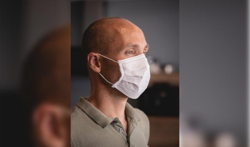 Je hebt de bekende wegwerp mondkapjes die verkrijgbaar zijn in het blauw en wit, maar er zijn ook wasbare mondkapjes.