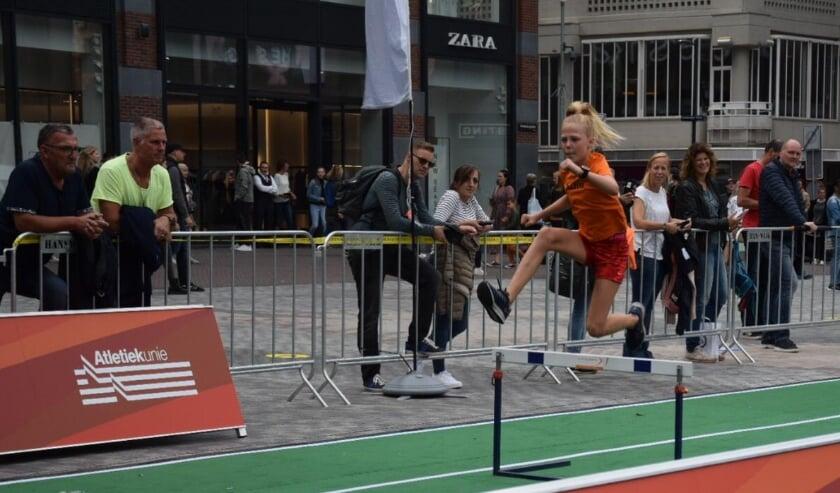 Op het Vredenburgplein in Utrecht begon donderdagmiddag de eerste Urban Athletics Series van het nieuwe kalenderjaar. Eigen foto