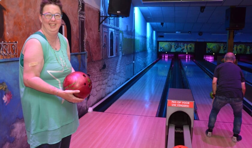 Joyce Gierveld won al eens een medaille op de special olympics met bowlen. Zij en de andere Klupbowlers hopen op nieuwe vrijwilligers.