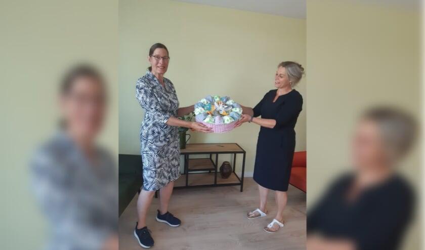 Vrijwilliger Anneke gaf maar liefst 200 mondkapjes aan het Anandihuis
