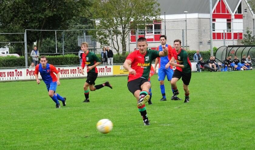 <p>WAVV-aanvaller Davey Jansen scoorde in het met 4-0 gewonnen bekerduel tegen SV Waalstad tweemaal, maar zag ook een strafschop gestopt worden door de doelman van de bezoekers uit Nijmegen.</p>