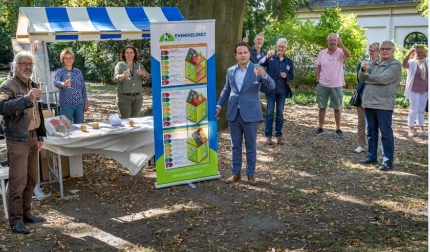 Wethouder Frank Groen opende vrijdag 19 september het Energieloket Tiel in aanwezigheid van de energiecoaches en belangstellende inwoners.
