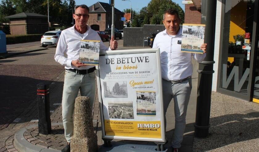 <p>Cornelis Mostert (links) en Harrie Kremers tevreden over succes van boek &#39;De Betuwe in Bloei&#39;</p>