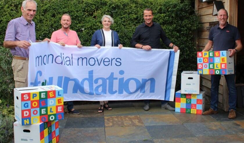 <p>Het team van de Mondial Movers Foundation. (Foto: pr)</p>