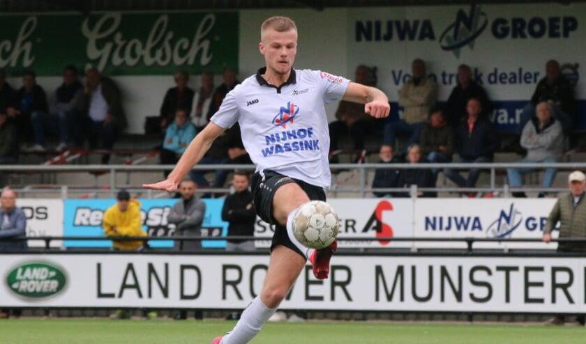 <p>Jesper Middelkamp scoorde het derde doelpunt. (Foto: Henk Steen)</p>