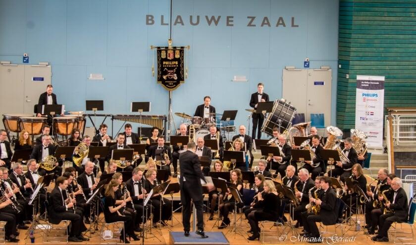 <p>Philips Harmonieorkest pakt groots uit voor het zorgpersoneel van 6 ziekenhuizen in en rondom Eindhoven. FOTO: Philips Harmonie.</p>