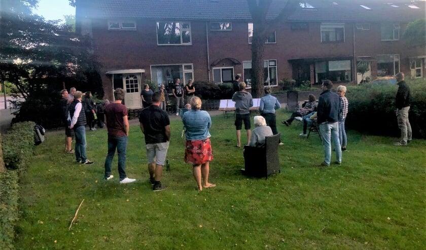 Het Buurtcollectief Nunspeet -Oost kwam op 22 juli voor het eest bijeen. (Foto: eigen foto)
