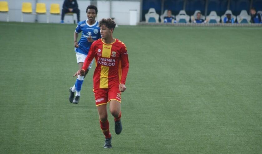 <p>Djordy te Lorme uit Westervoort als voetballer in actie voor Go Ahead Eagles.</p>